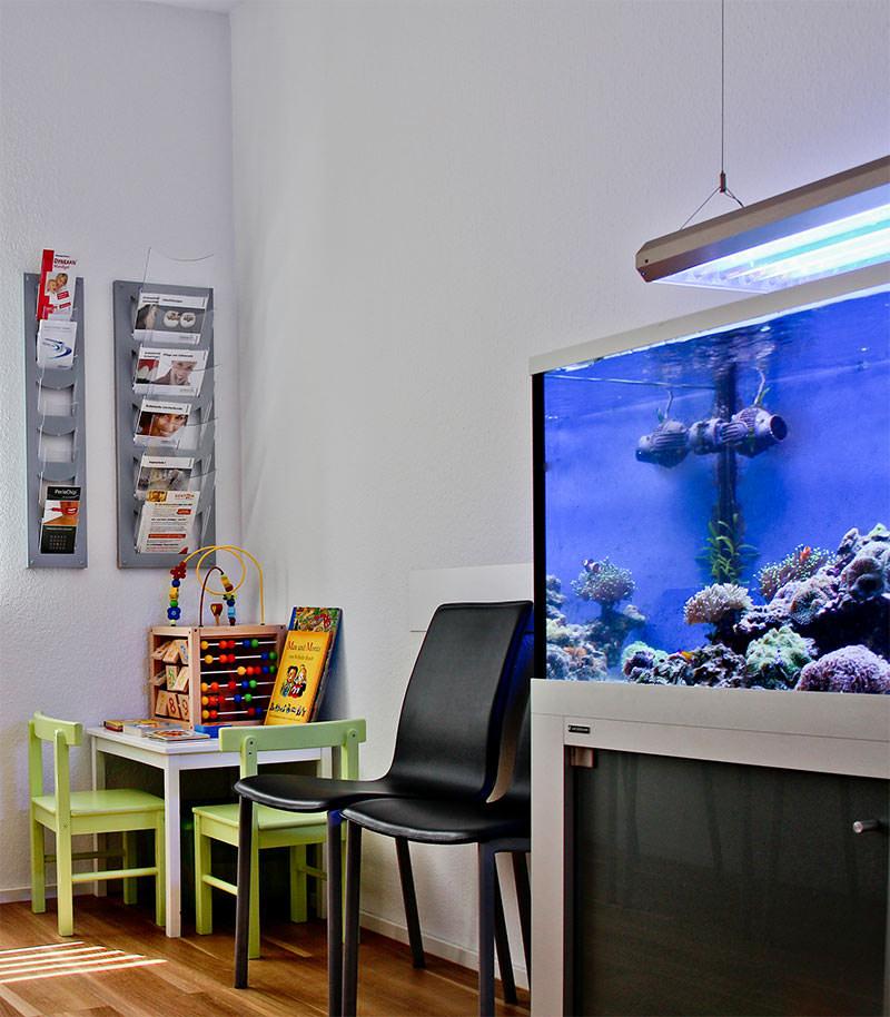 Wartezimmer Zahnarzt Ludwigsburg mit Aquarium